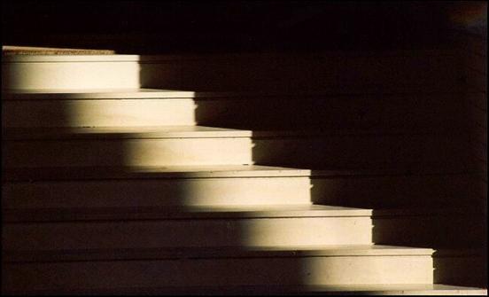 isik-aydinliga-bir-merdiven