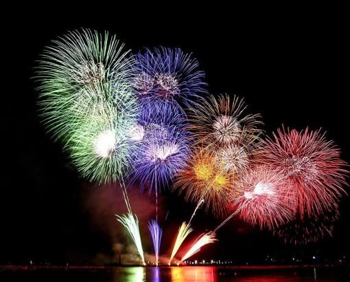 http://minikkelebek.files.wordpress.com/2009/12/yilbasi-kutlamalari-ve-biz.jpg?w=510&h=410