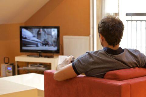 Televizyona konsantre olduğunuz kadar eşinize çocuğunuza yönelebiliyor musunuz